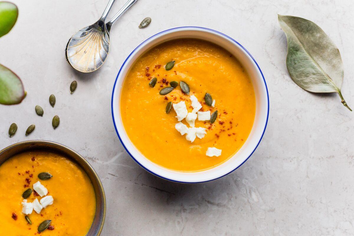 Spicy Pompoensoep met kurkuma en gember & pompoen jaja voor meer plantaardige soep recepten